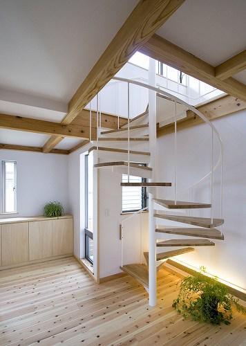 今治 廻り階段の家