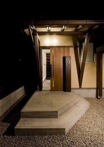 今治 アジアンテイストのコアハウス風の家