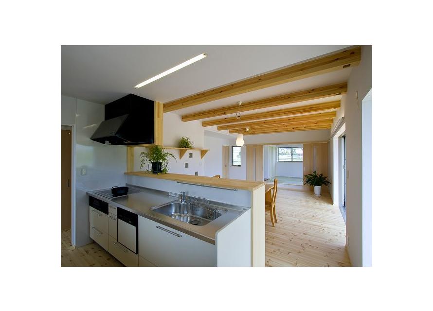 キッチンより家族室・和室を見る